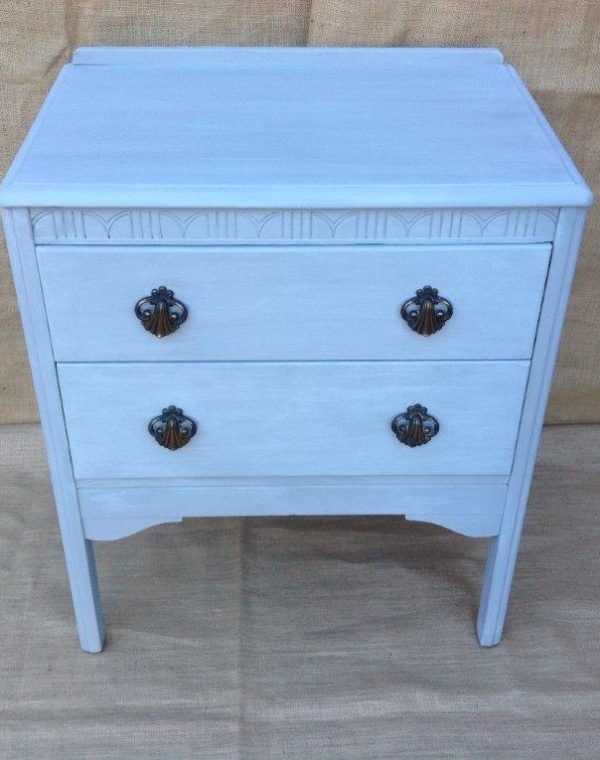 Pretty small chest of drawers